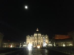 ローマで早朝ランサン・ピエトロ大聖堂