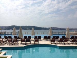 ホテルチュラーン・パレス・ケンピンスキー・イスタンブールプールからの絶海