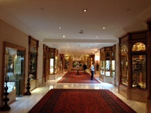 ホテルチュラーン・パレス・ケンピンスキー・イスタンブールの豪華なエントランスホール