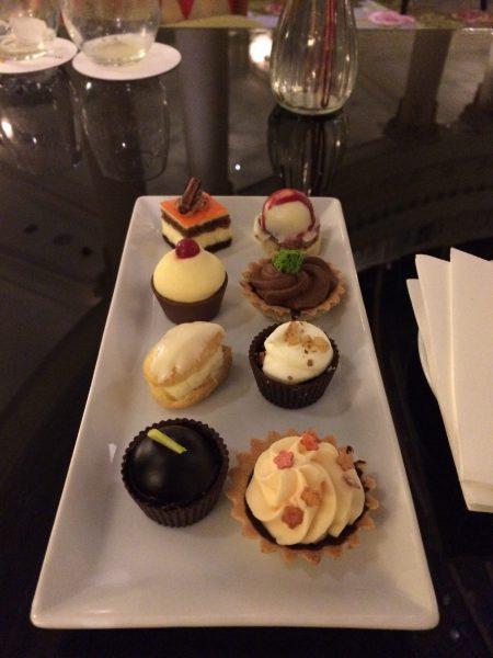 Westin Palace MadridロビーラウンジLa Rotondaプチケーキの盛り合わせ