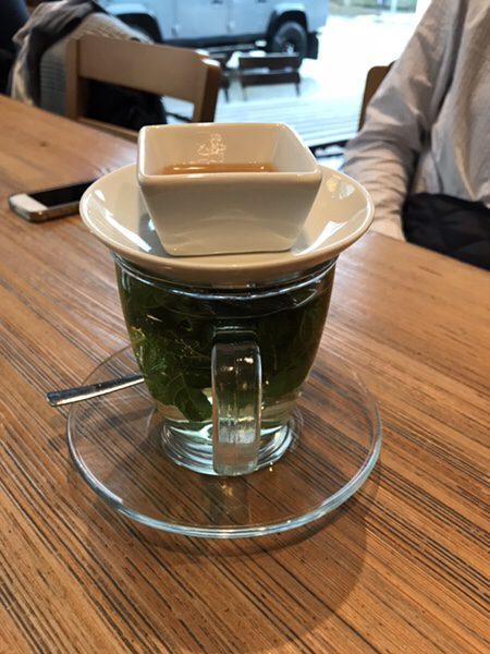 フランクフルトのお薦めカフェフランス風カフェLes Deux Messieursミント一杯のフレッシュミントティー