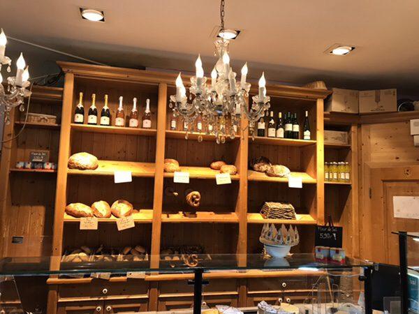 フランクフルトのお薦めカフェフランス風カフェLes Deux Messieursの美味しそうなパン
