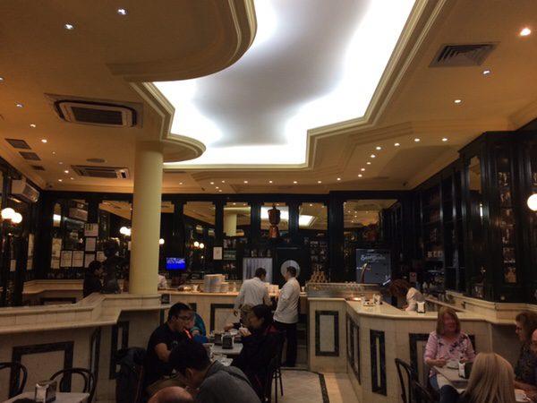 San Ginés Chocolateriaマドリッドでチュロスと言えばここ店内