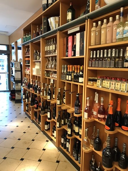FEINKOST LAUTENSCHLAGER Bad Homburg店内ワインコーナー