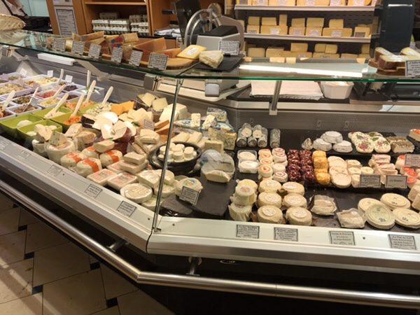 FEINKOST LAUTENSCHLAGER Bad Homburg店内チーズコーナー