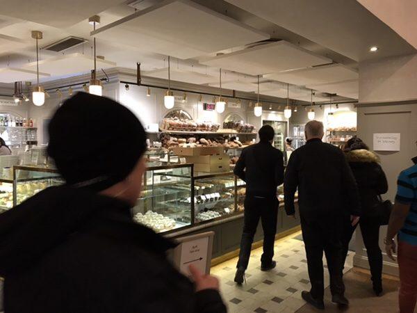 ストックホルムで最も有名な老舗ベーカリーVete-Katten!絶品セムラを絶対食べて!店内の様子