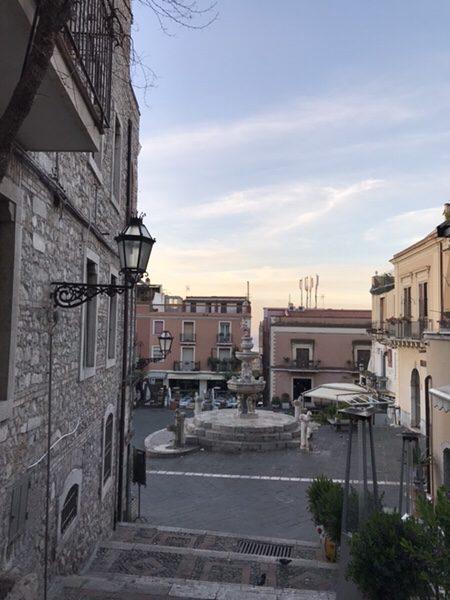 taormina-morning-run Fontana di Piazza Duomo (4 Fontane)