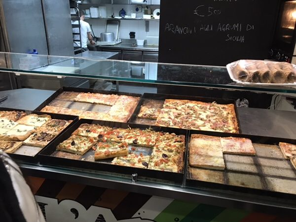 L'arco - About Pizza taorminaピザディスプレイ