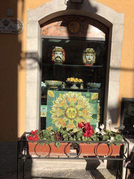Bam Bar taorminaお店の外観カラフル