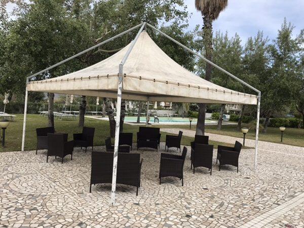 Hotel Garden vulcano庭のベンチ
