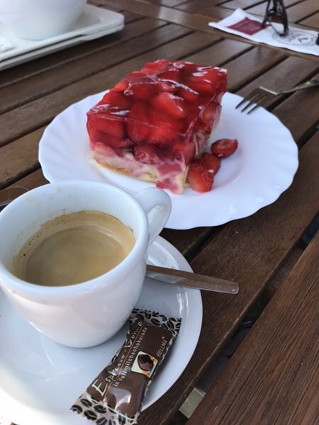 Bauer Lipp@Weiterstadtイチゴケーキをエスプレッソ