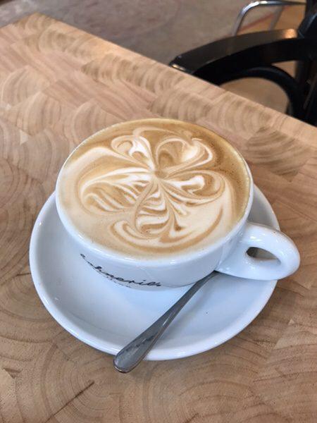Bohnerie café röstsalon@frankfurtアーティスティックなカプチーノ