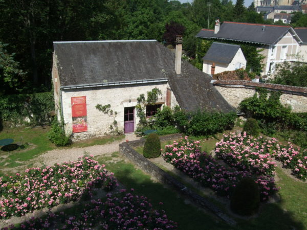 クロ・リュセの館庭