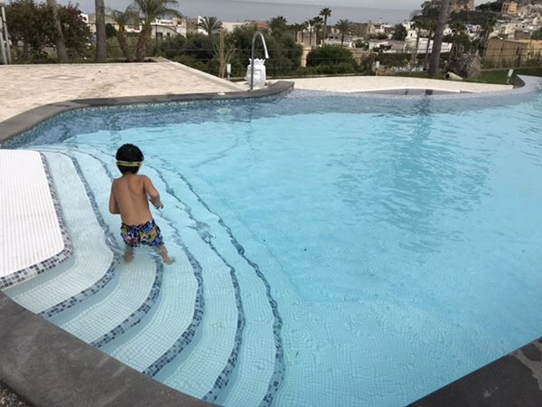 Hotel Mea 滞在記ホテルのプールで遊ぶ息子さん