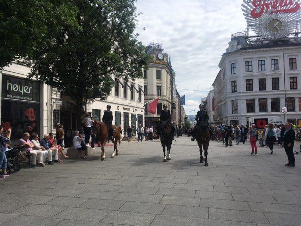 city walking in oslo
